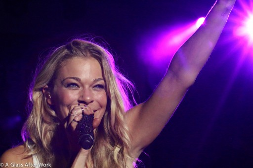 LeAnn Rimes singing Can't Fight the Moonlight in Dallas