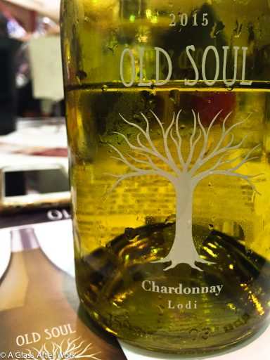 2015 Oak Ridge Winery Old Soul Chardonnay – At $13, this white wine from California tastes like pineapple, toasted oak, and baked apples mixed with a lot of alcohol. Rating: 3 out 5 | AGlassAfterWork.com